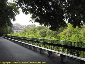 geneva06 300x225 La Promenade de la Treille et le plus long banc du monde